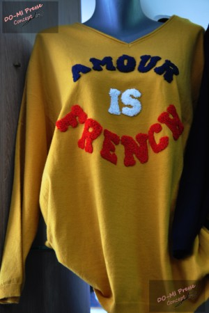 Pull Amour is French - Piment rouge
