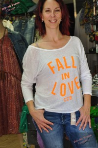 T-shirt Fall In Love by Chantal B