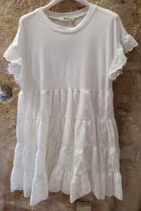 Robe courte blanche avec broderie